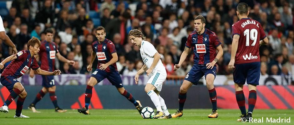 رئال مادرید 3-0 ایبار؛ تعقیب و گریز ادامه دارد