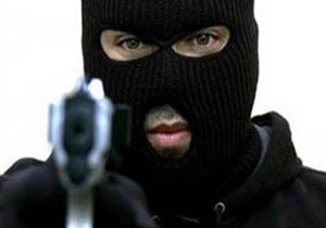 حمله مسلحانه سارقان به دروازه بان مشهور + فیلم