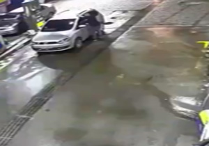 انفجار خودرو در پمپ گاز حین سوخت گیری + فیلم