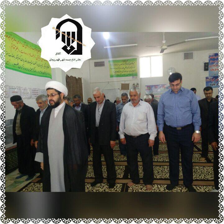 برپایی سنت حسنه اقامه نماز اول وقت توسط خانواده شهید و داغدار حاجیه خانم یادگاری در مراسم کفن و دفن