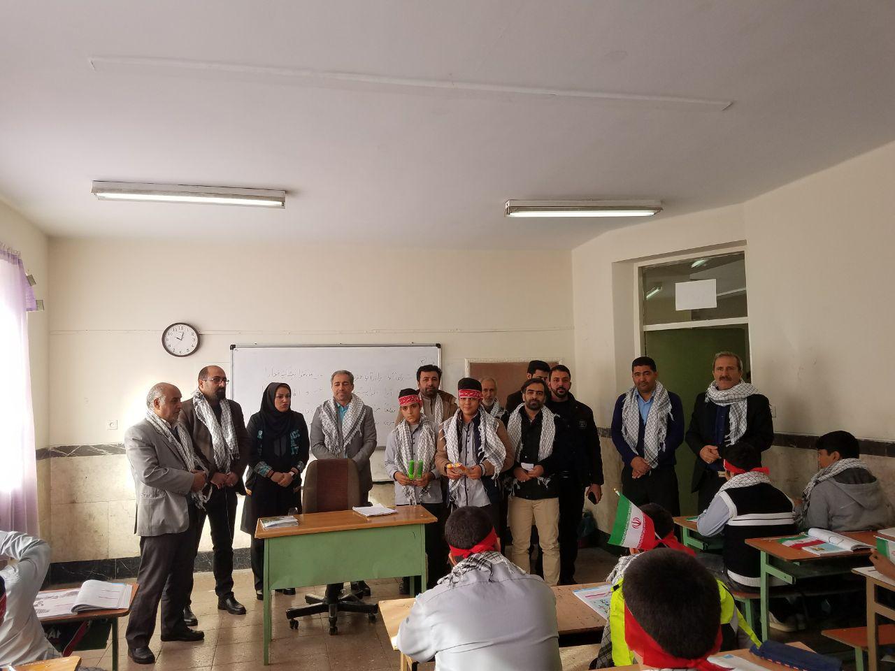 مراسم روز بسیج در مدرسه ی شهدای صنف گردبافان برگزار شد.