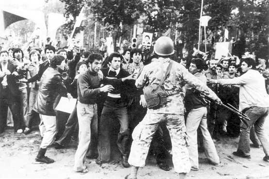 16 آذر؛ یادآور جوشش خون دانشجویان انقلابی/دکترای افتخاری آغشته به خون پاک دانشجویان در دستان نیکسون