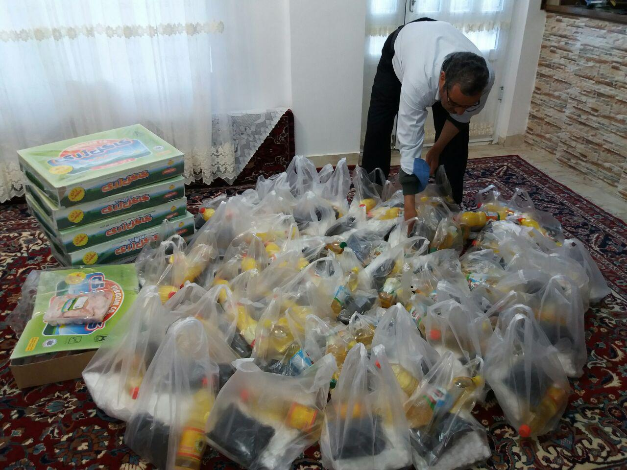 توزیع ۶۰ بسته غذایی بین خانواده های نیازمند توسط