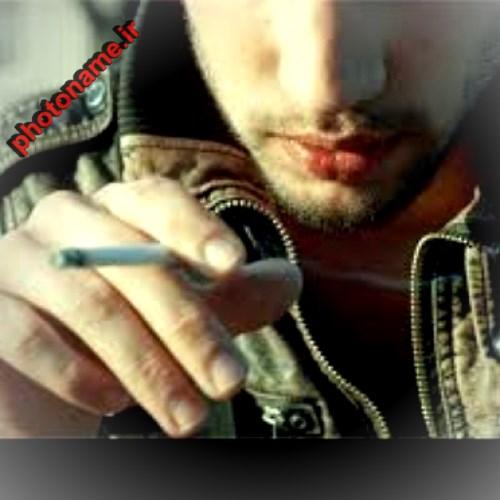 پسر سیگاری تنها