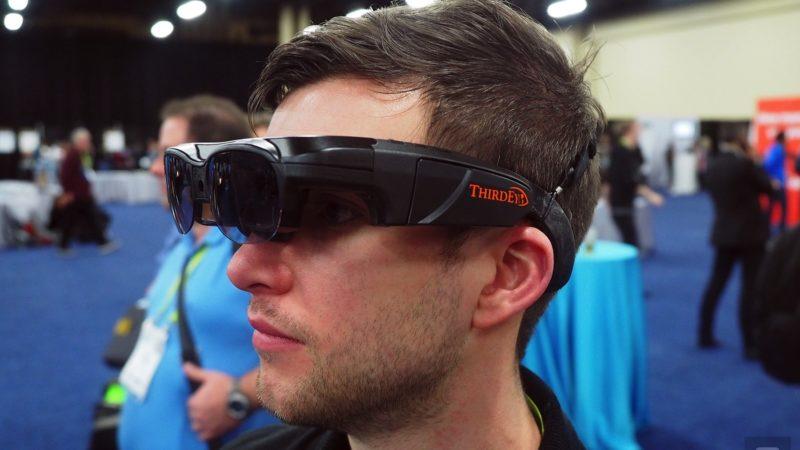 این عینک واقعیت افزوده مستقل، کاربر را برای یک روز کامل همراهی می کند