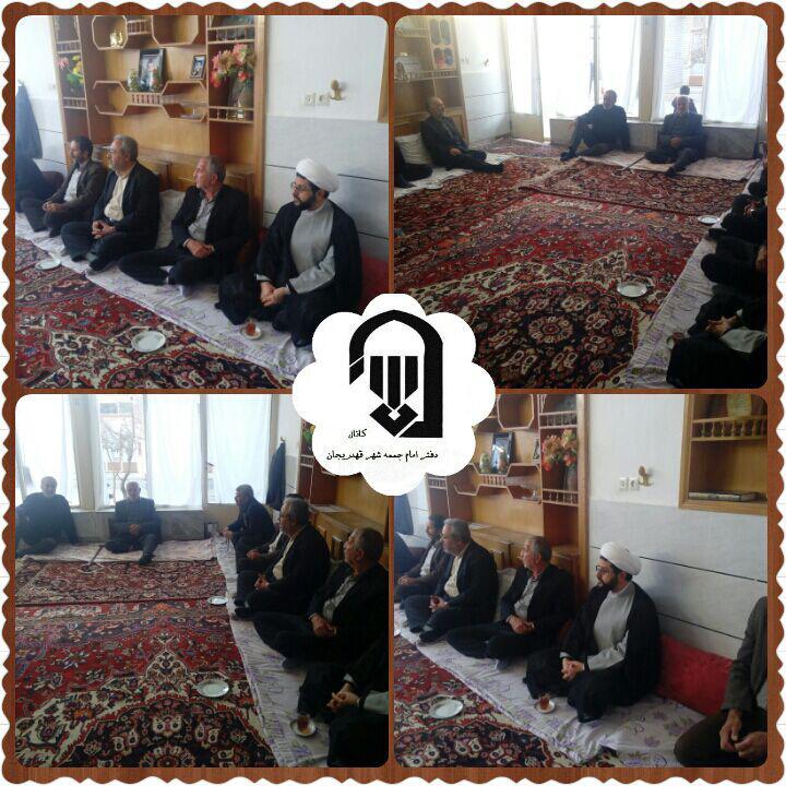 حضور امام جمعه محترم شهر قهدریجان در منزل مرحوم حاجیه خانم رفیع زاده