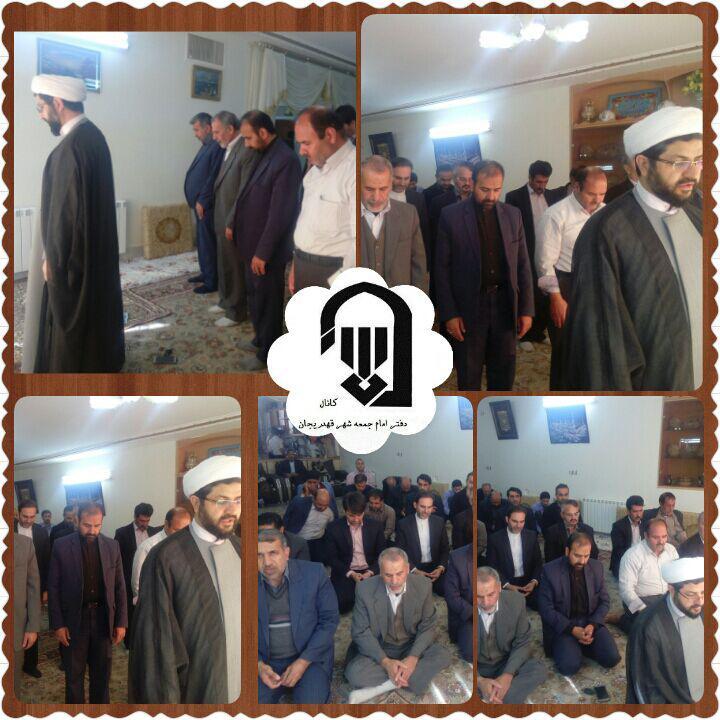 حضور امام جمعه محترم شهر قهدریجان در منزل اقا حسنعلی هادیان و اقامه نماز جماعت در روز معارفه شهردار