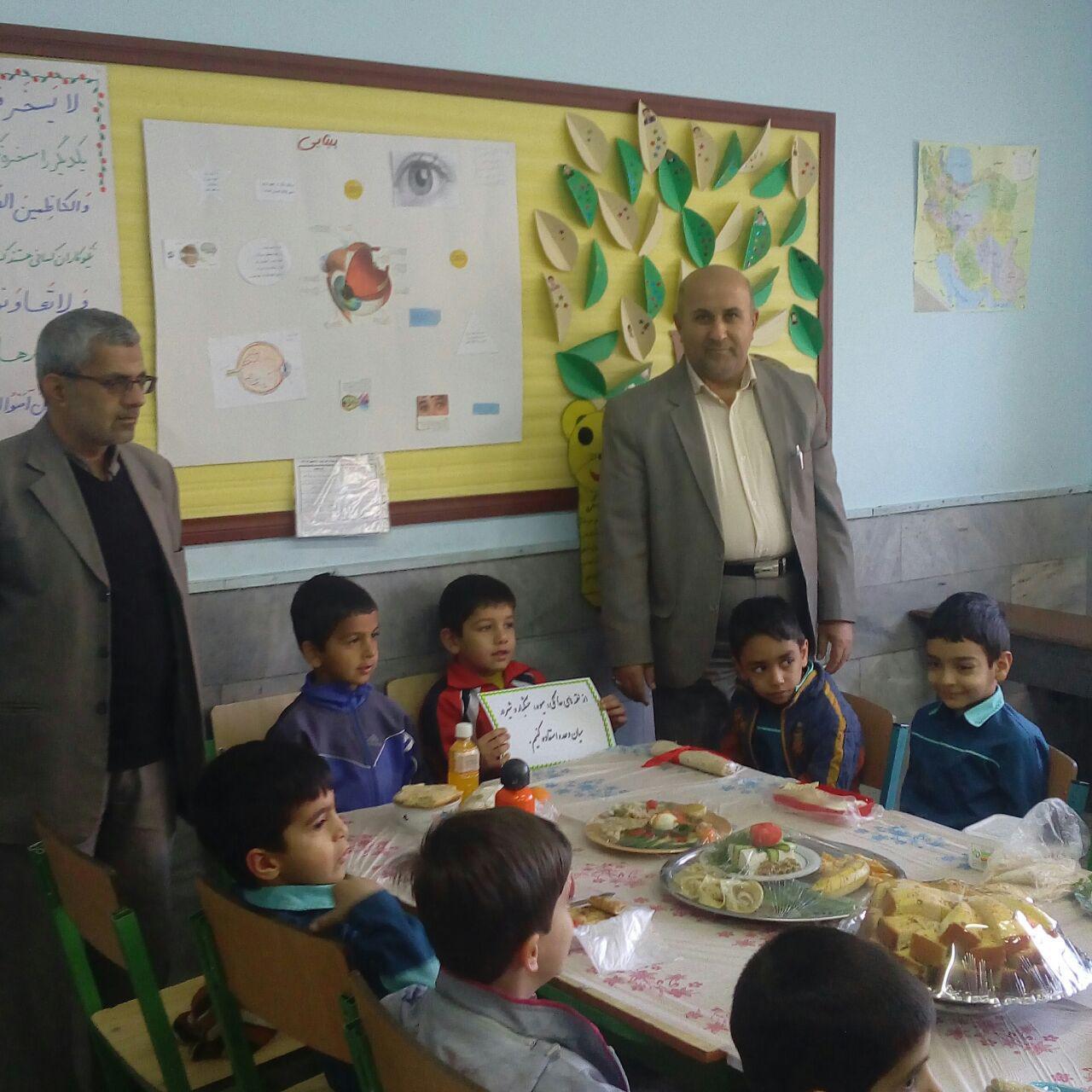 اجراي برنامه صبحانه سالم در پايه اول دبستان شهيد آيت (1)