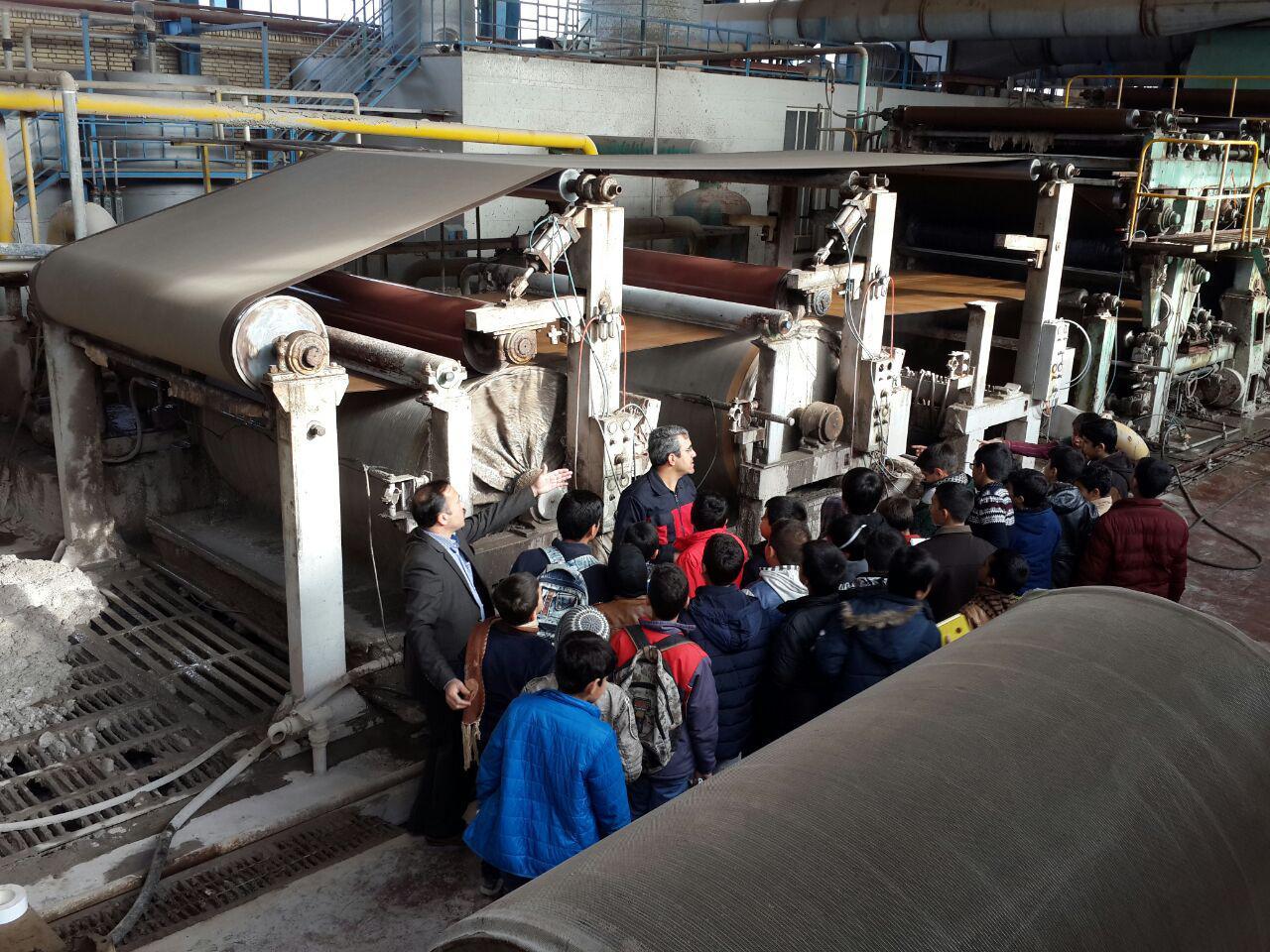 بازدید از کارخانه بازیافت کاغذ/کلاس شهید احمدی روشن