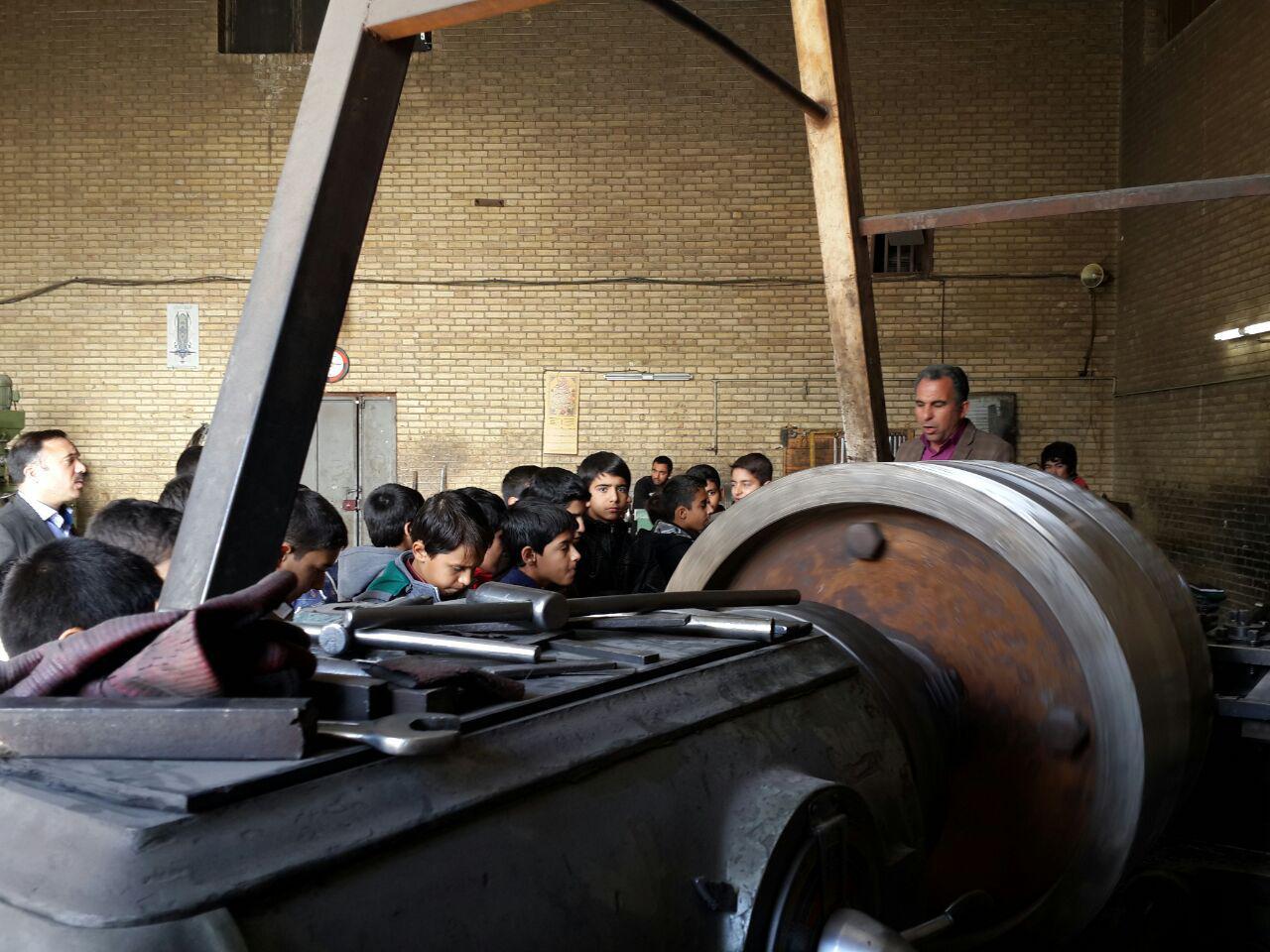 بازدید از تراشکاری/کلاس شهید احمدی روشن