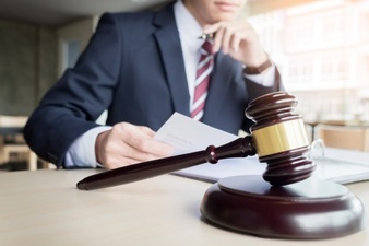 مشاوره حقوقی تلفنی با وکیل پایه یک دادگستری