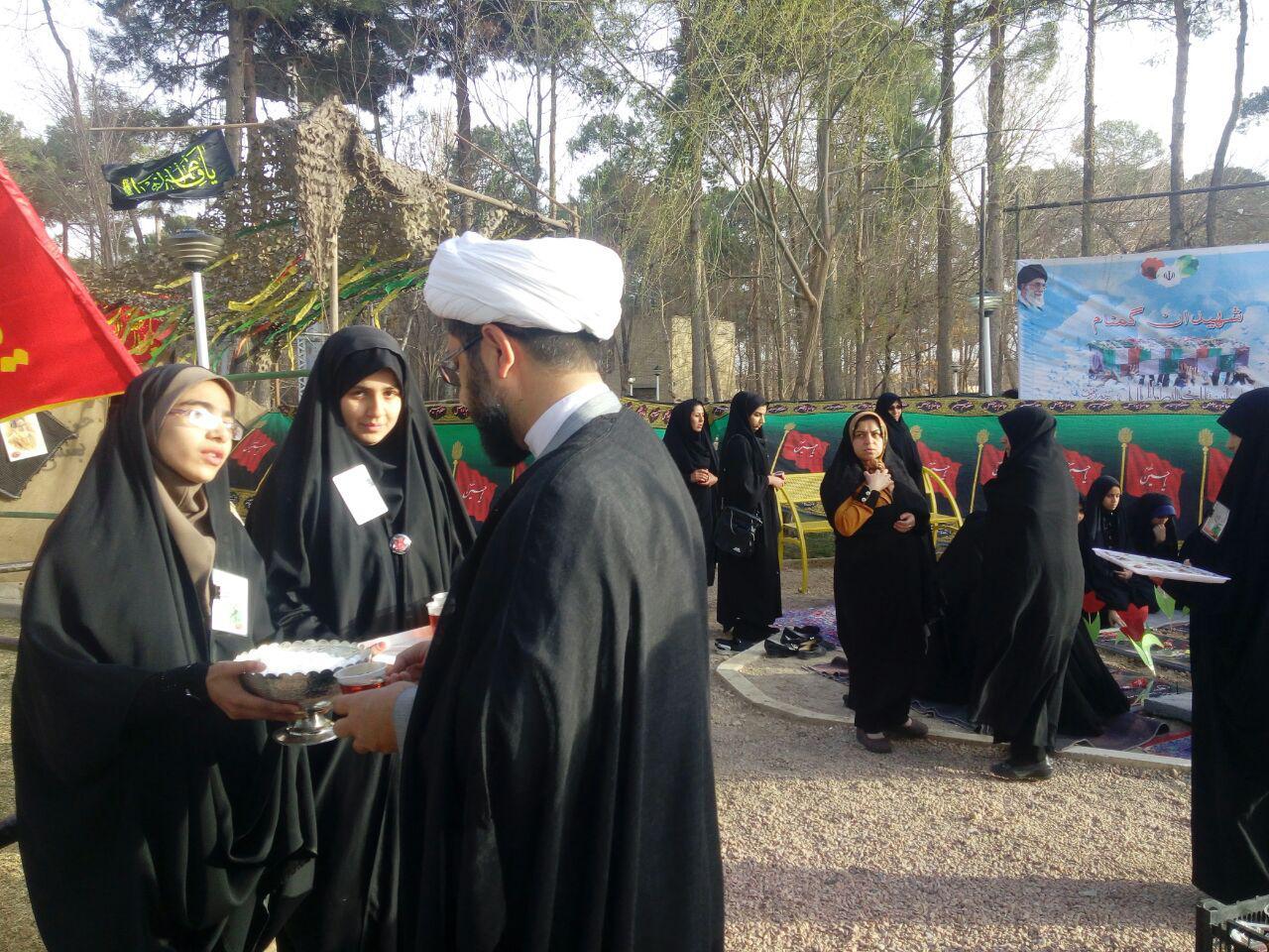زیارت قبور شهدای گمنام توسط امام جمعه محترم شهر در اولین شب جمعه دفن این عزیزان