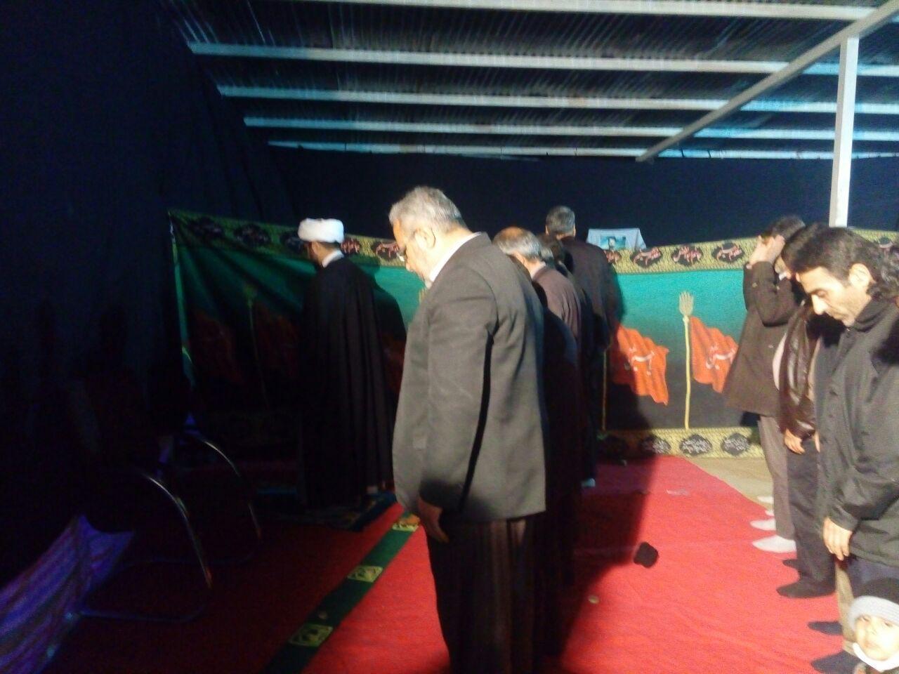 اقامه نماز زیر خیمه در کنار قبور شهدای گمنام توسط امام جمعه محترم شهر قهدریجان در شب جمعه