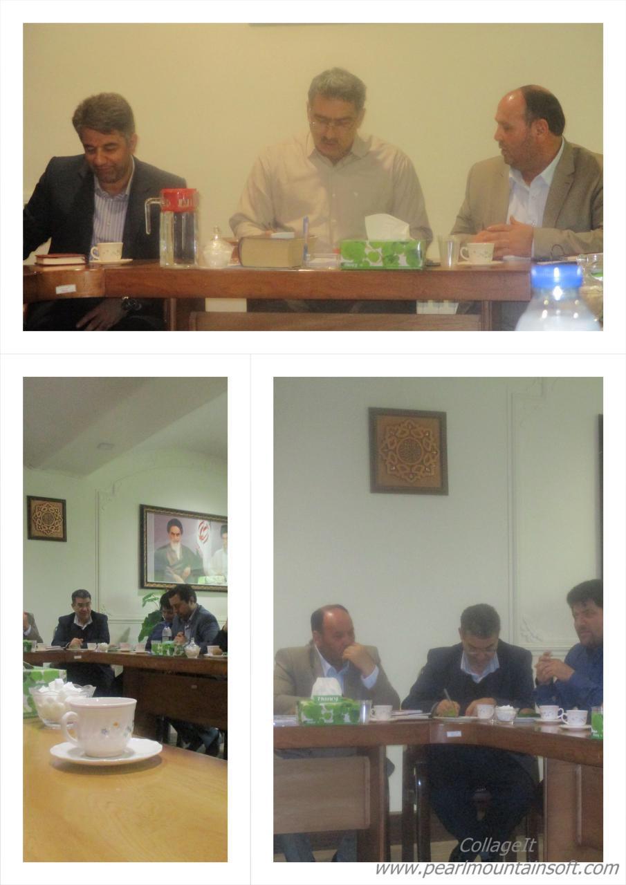 ادامه جلسه مناسب سازی با حضور شهردار محترم جناب اقای مهندس احمدی و جناب اقای یحیی غلامی رئیس شورای �