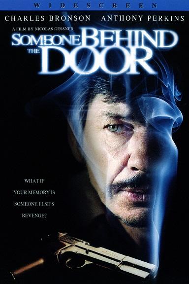 مزدی پشت در