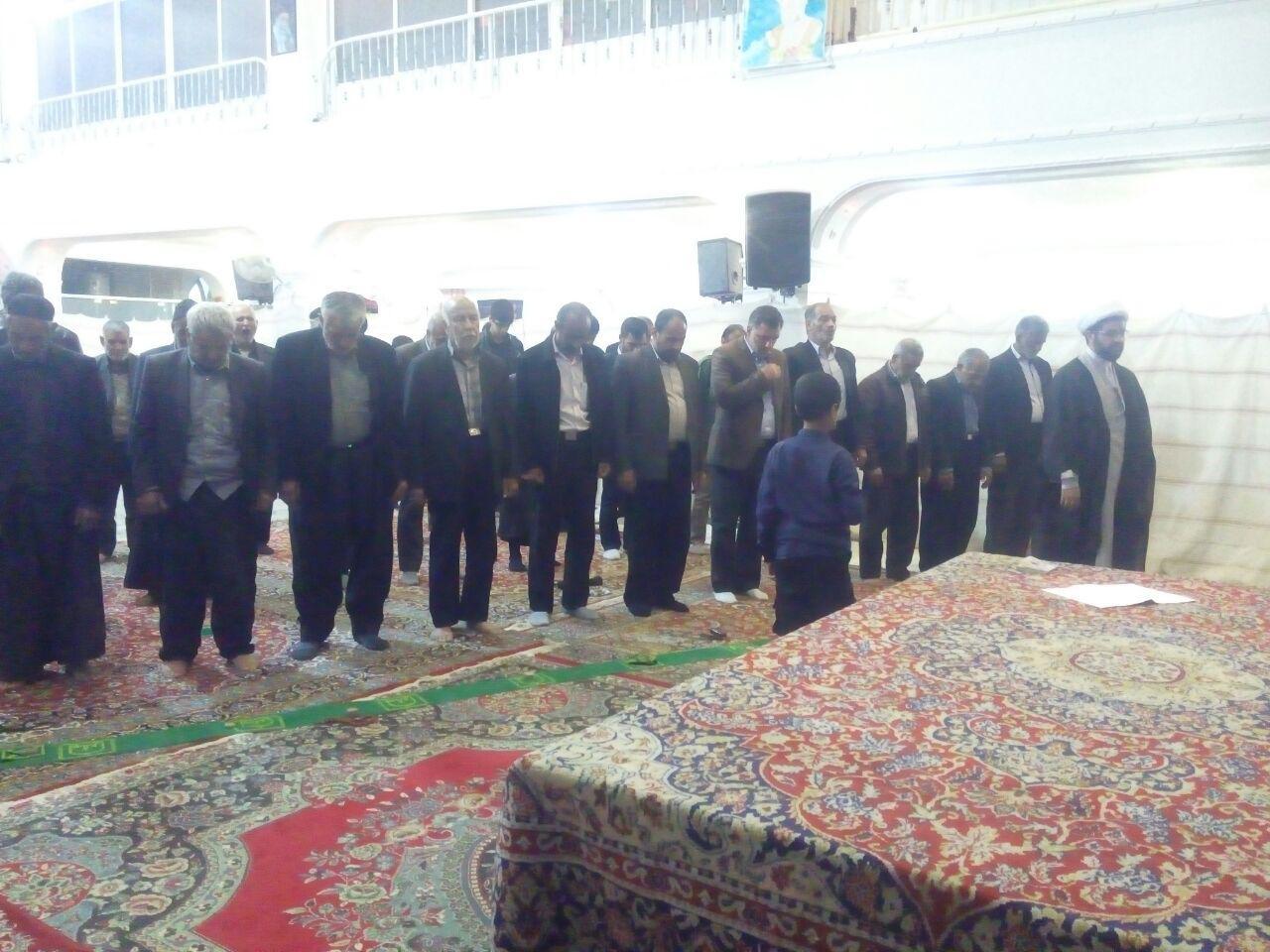 قامه نماز جماعت در مسجد بلال توسط امام جمعه محترم شهر قهدریجان