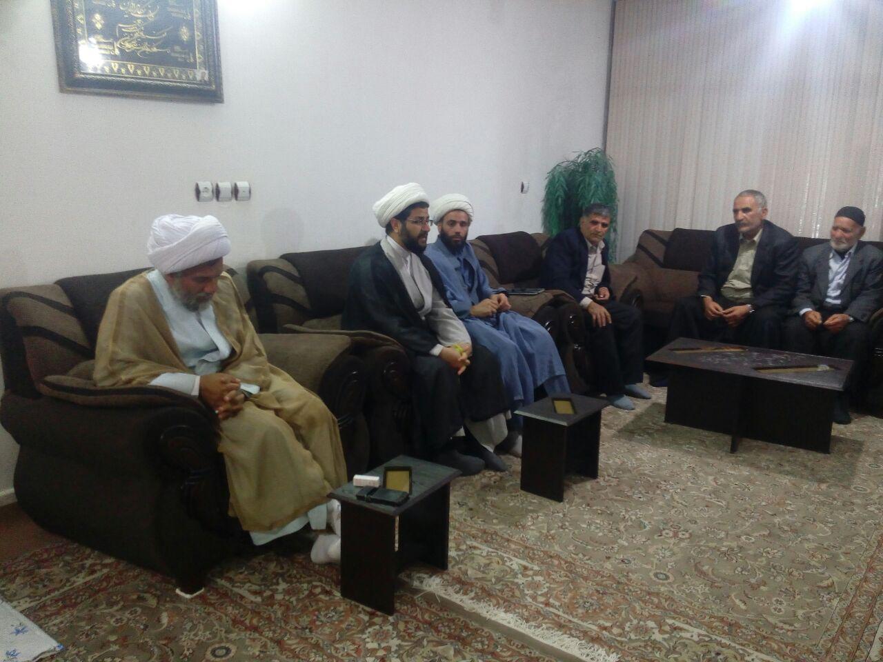 جلسه خیرین برای جمع اوری کمک های نقدی و اجناس برای مرکز نیکوکاری مسجد بلال با حضور و سخنرانی امام جم