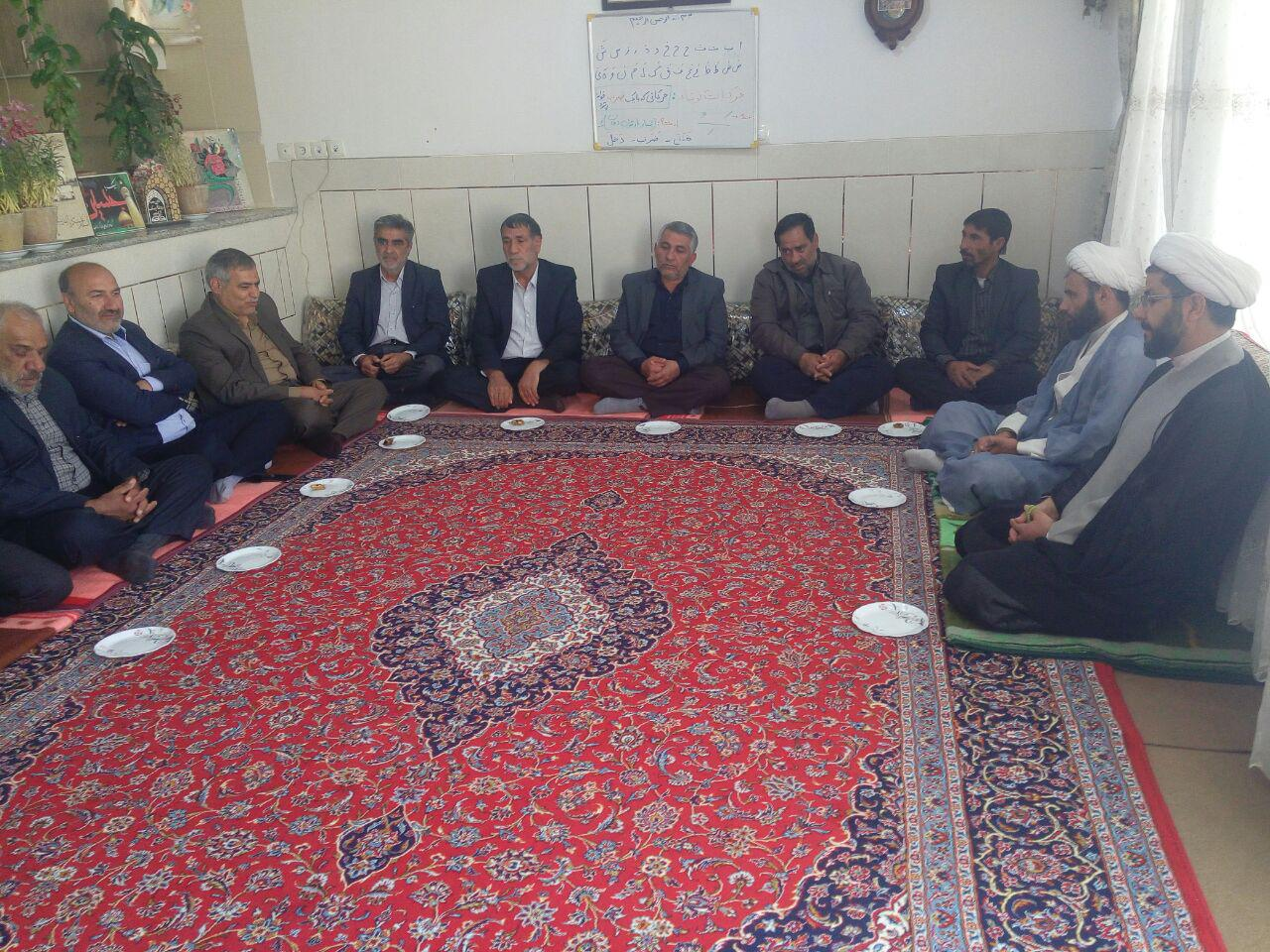 حضور تعدادی از اهالی شهر قهدریجان و تعدادی از اعضا شورای اسلامی در دفتر و دیدار با امام جمعه محترم ش