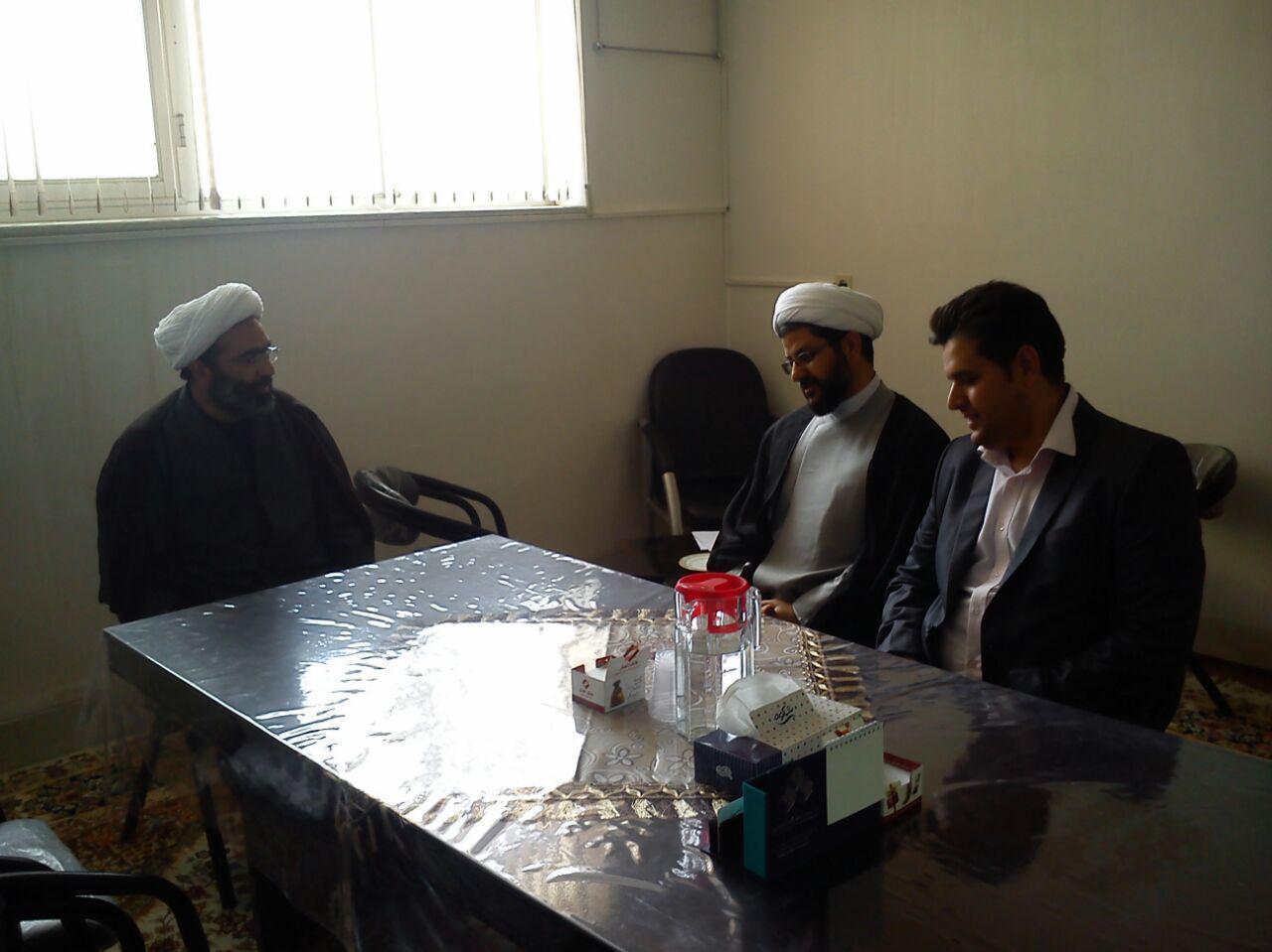 حضور امام جمعه محترم شهر قهدریجان در دفتر امام جمعه محترم شهر تیران
