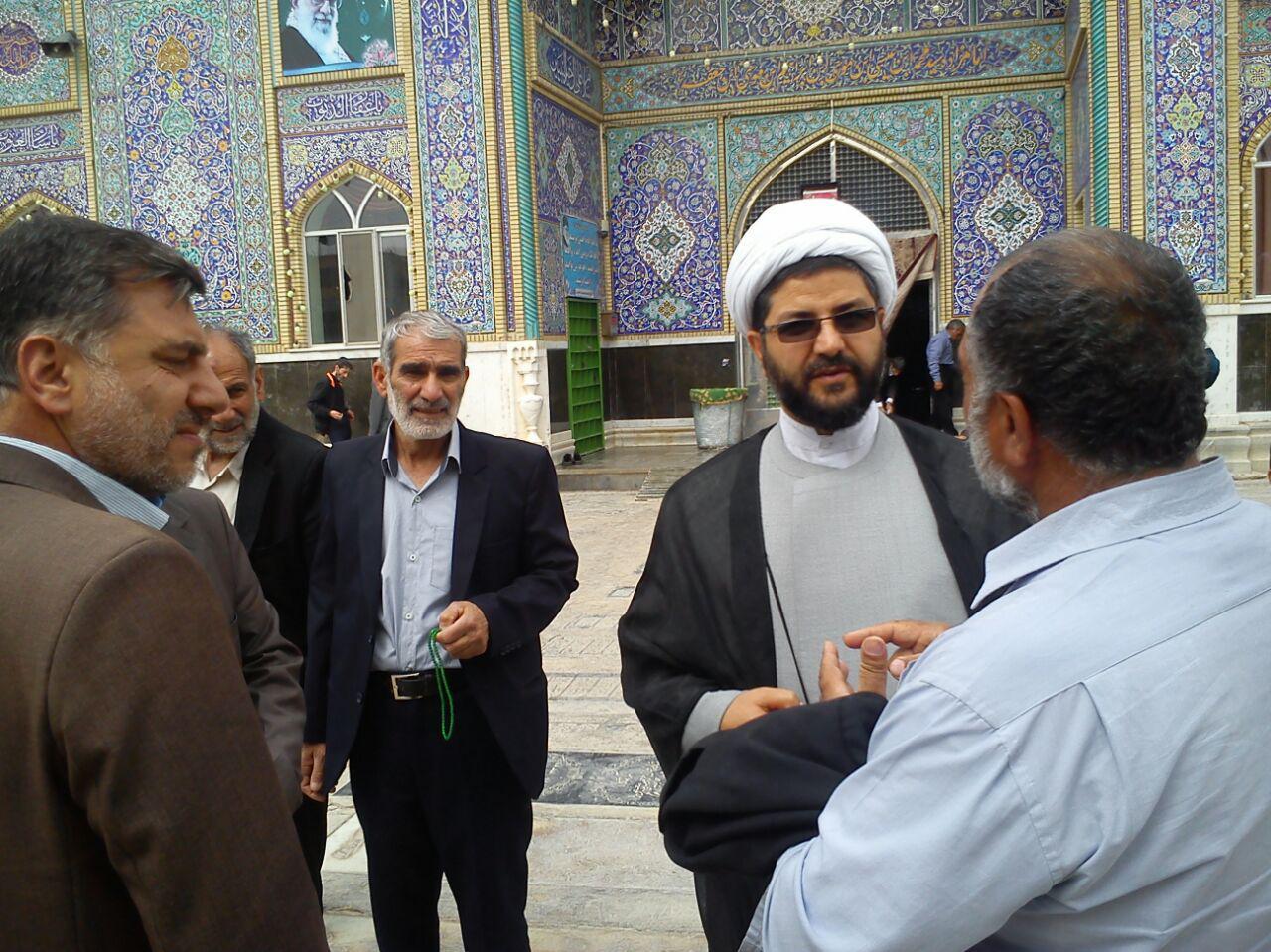 صحبت امام جمعه محترم شهر قهدریجان با تعدادی از کشاورزان زحمت کش بخش قهدریجان