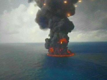 عکس نفتکش ايراني در حال غرق شدن