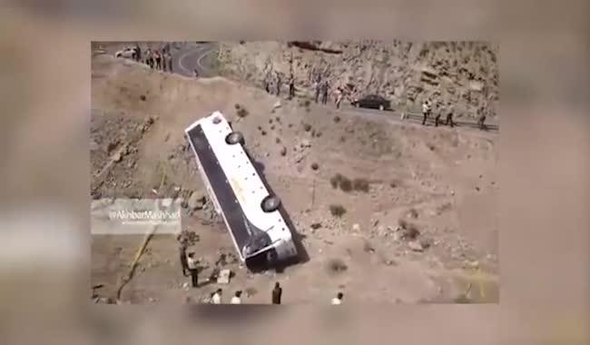 اولین تصاویر از واژگونی اتوبوس دانش آموزان در مشهد