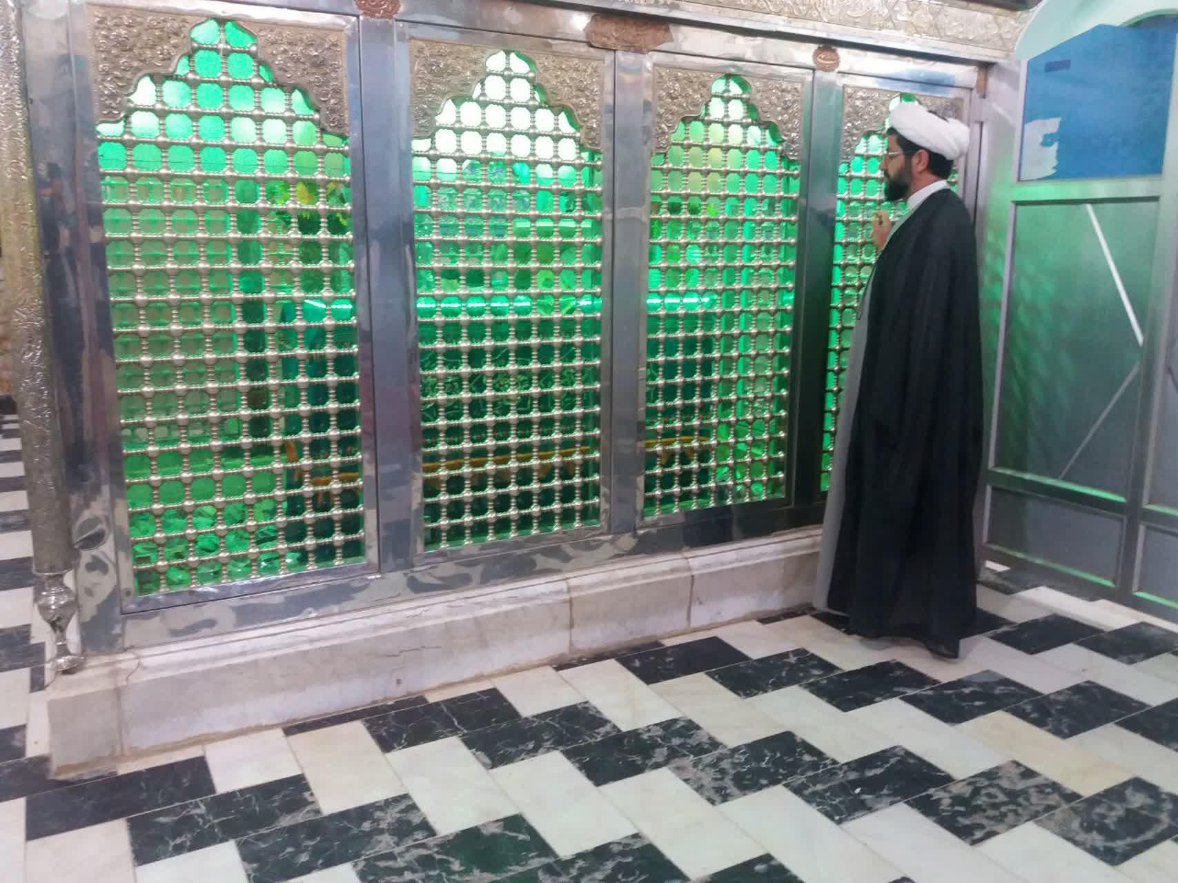 حضور امام جمعه محترم شهر قهدریجان در امامزاده سید محمد و اقامه نماز صبح توسط ایشان