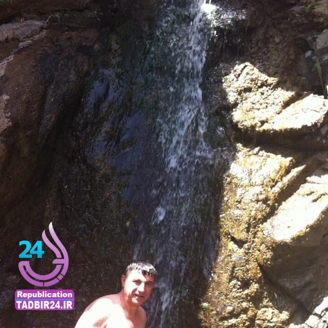 عکس جدید شناکردن امیر قلعه نویی کنارآبشار