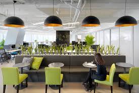 در و دیوار ساختمانی که در آن کار میکنید، بر آینده شغلی شما تاثیر میگذارند