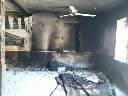 حسینیه صاحب الزمان( عج) روستای درنگ در اثر اتصال برق همراه با تمامی وسایل در آتش سوخت+عکس