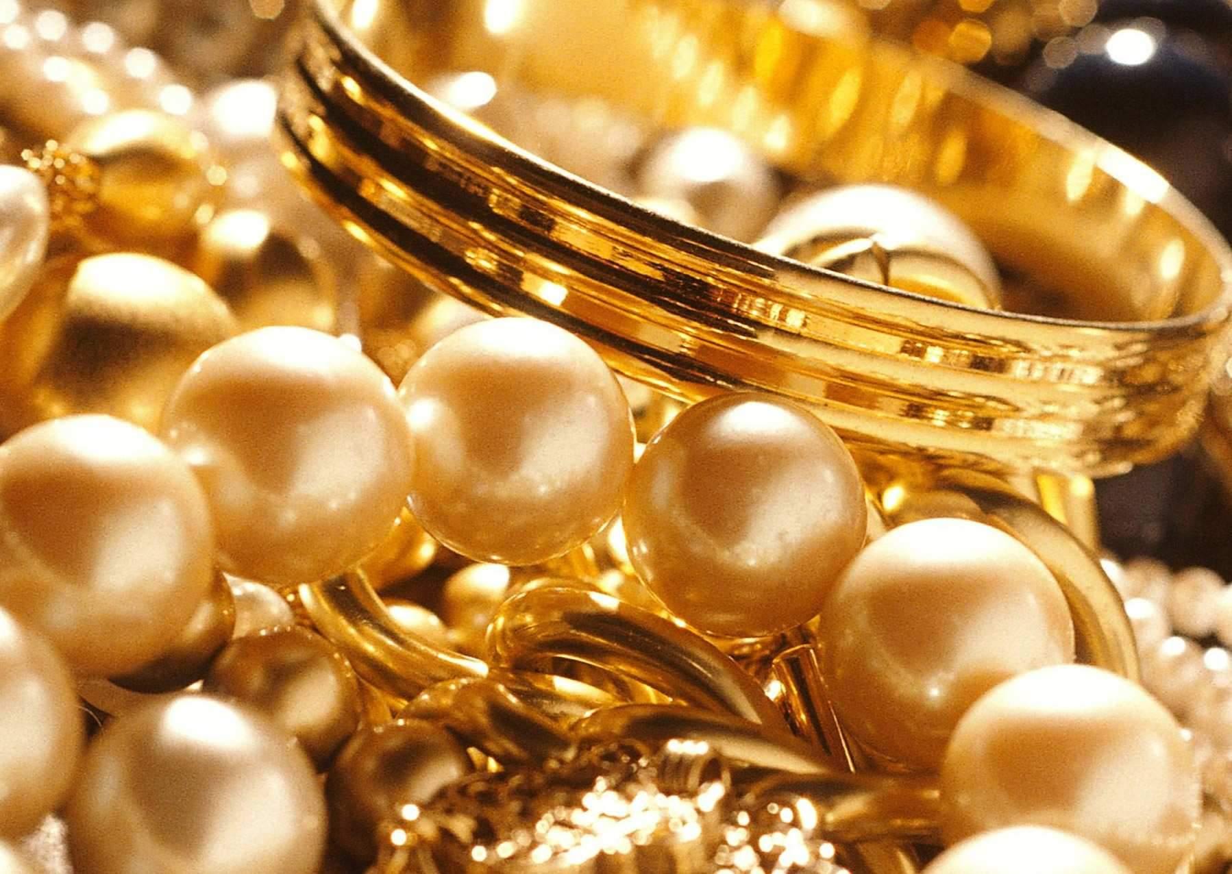 انباشت ۲۱۵ تن طلا در خانهها