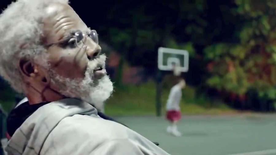 گریم ستاره بسکتبال NBA و بازی در نقش یک پیرمرد ناشناس