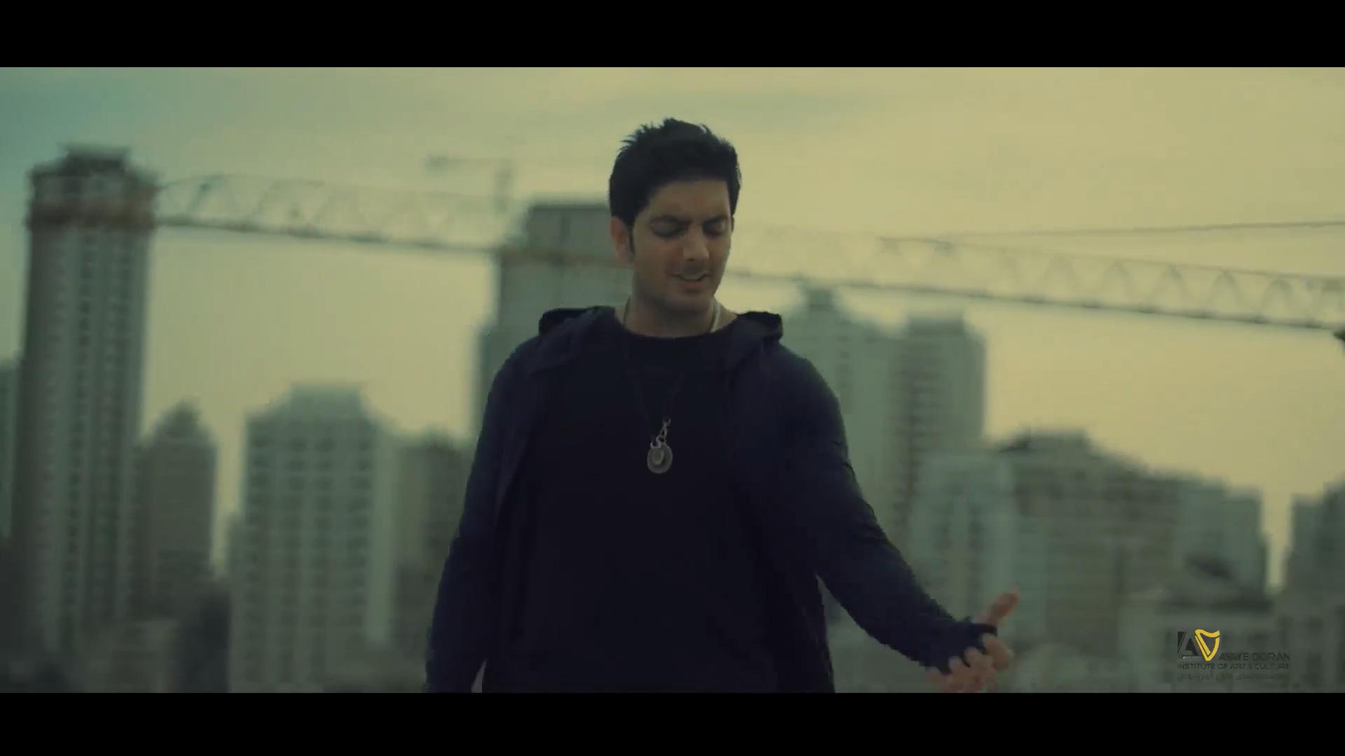 دانلود موزیک ویدیو فرزاد فرزین به نام روزای تاریک