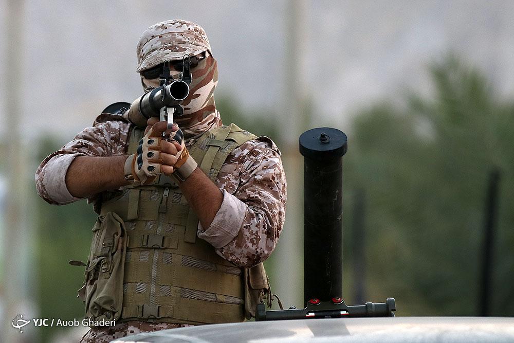 رژه نیروهای مسلح در شهرستان لامرد