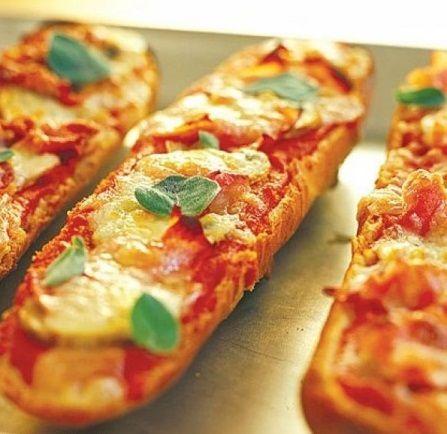 طرز تهیه پیتزا ی خوشمزه و آسون با نان باگت