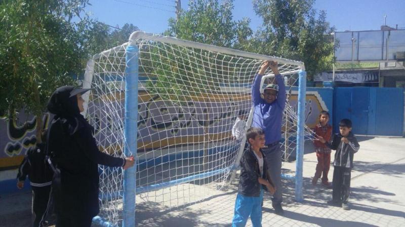 دروازه های فوتبال آموزشگاه ایمن سازی شدند .
