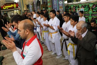 نماز جمعه باحضورورزشکاران به مناسبت هفته تربیت بدنی برگزارشد.