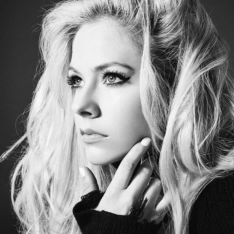 دانلود آهنگ Tell Me It's Over از آوریل لاوین Avril Lavigne | پخش آنلاین