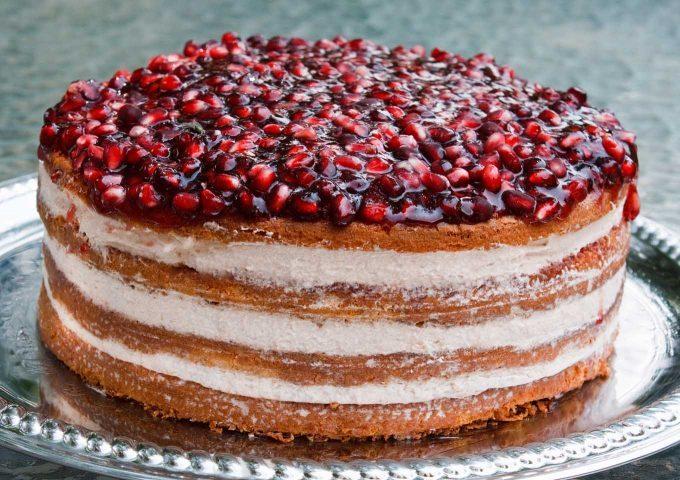 طرز تهیه کیک انار در شب یلدا