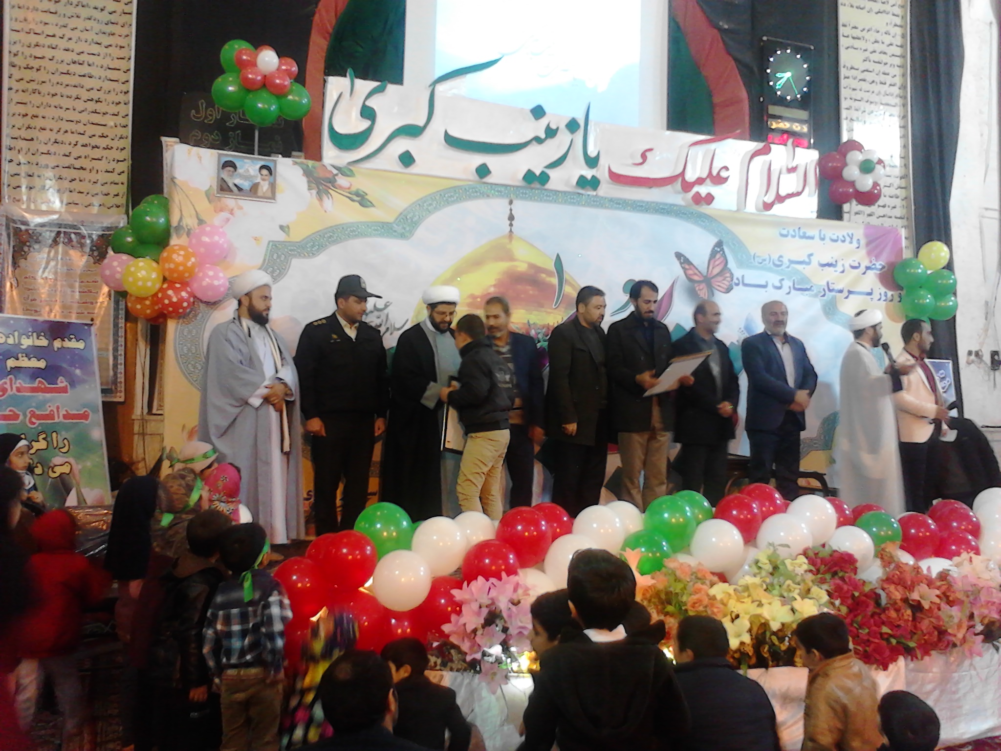 تجلیل از خانواده مدافعین حرم با حضور امام جمعه بخش قهدریجان و دیگر مسئولین در مسجد بلال قهدریجان
