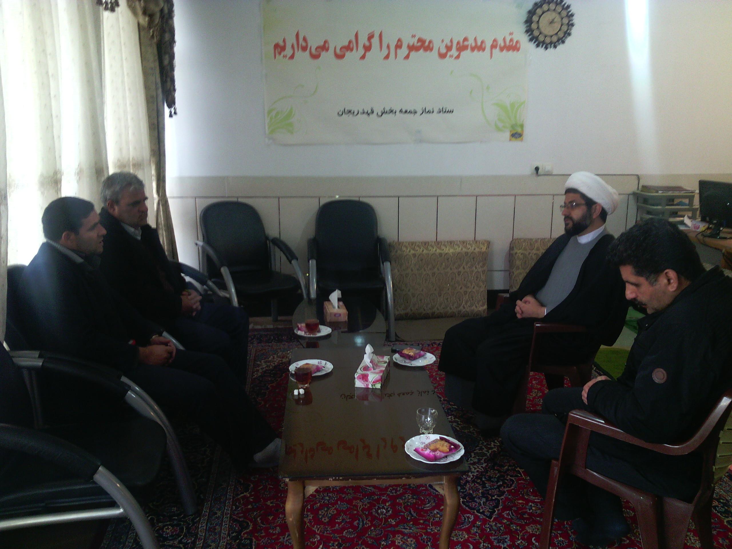 دیدار امام جمعه بخش قهدریجان با آقای پور شبان رئیس اداره برق قهدریجان