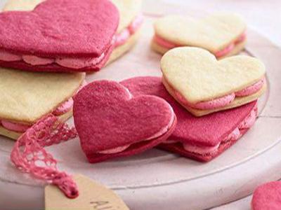 نحوه درست کردن دسر ساندویچی قلبی, مواد لازم برای تهیه دسر ساندویچی قلبی