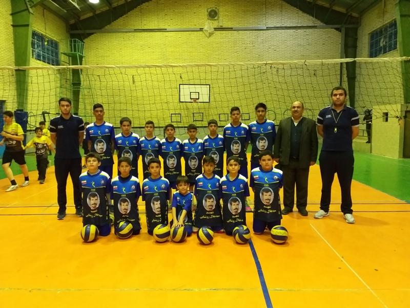 تیم نونهالان A , B , E  باشگاه تخصصی والیبال ثامن فاروج با حمایت جناب آقای هاشم روشنایی و جناب آقای رجب پور