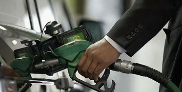 روزانه تا 10 میلیون لیتر بنزين از کشور قاچاق میشود