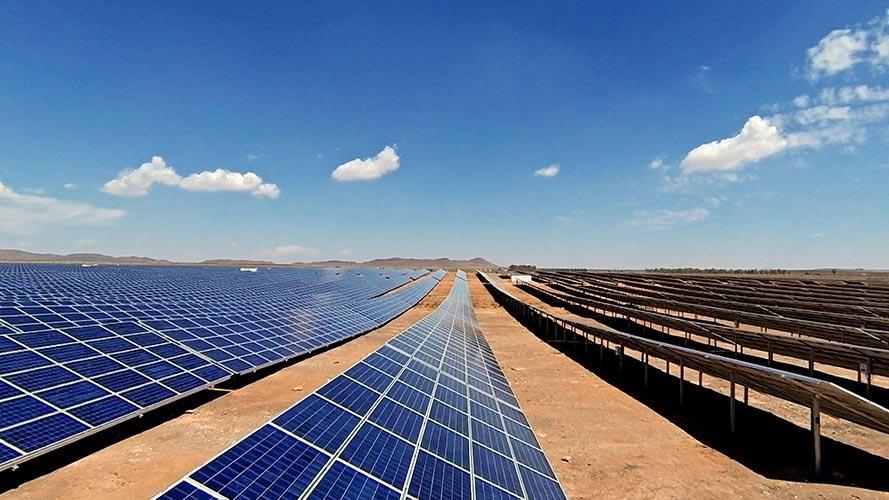 انرژی خورشیدی در بیابان