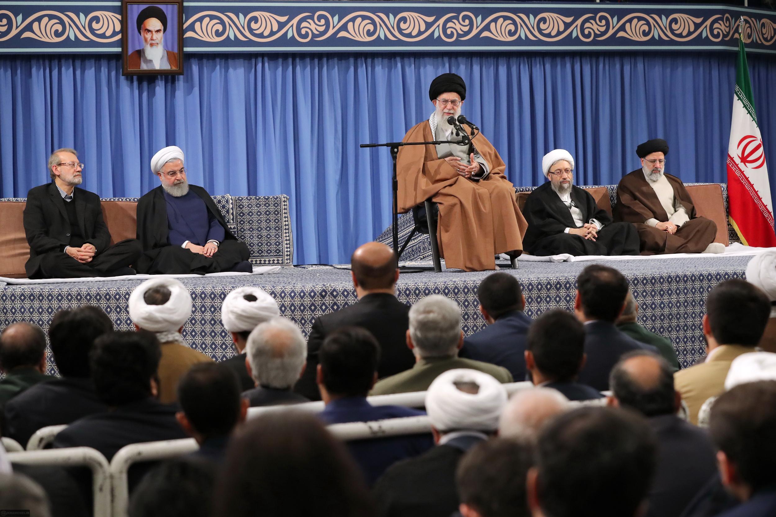 رهبر معظم انقلاب اسلامی در دیدار با جمعی از مسئولان نظام