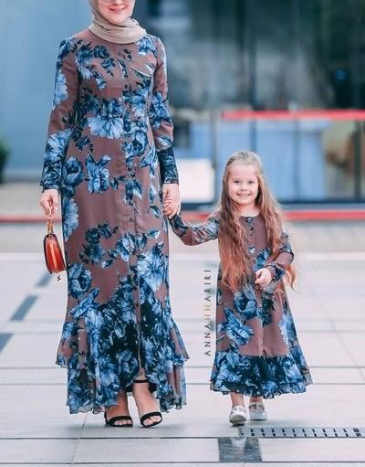 لباس ست مادر دختری پوشیده