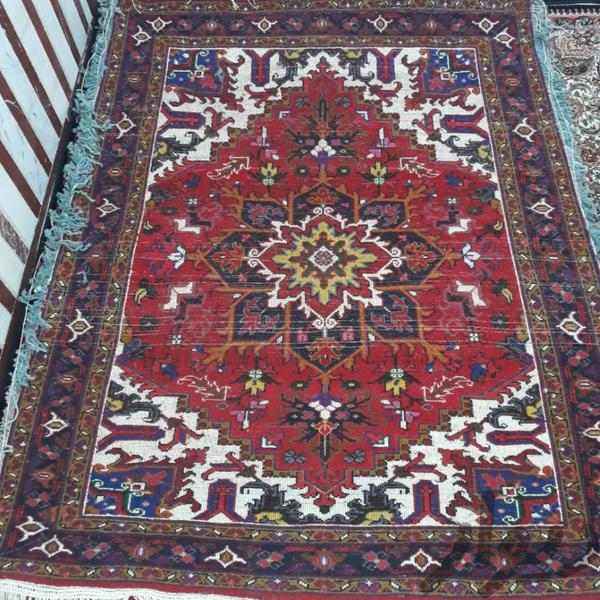 قیمت فرش دستباف هریس - ابعاد  ۱.۵ متر در٢ متر - رنگ زمینه قرمز و سفید  -  انگشتن بافت - 1.900/000 تومان