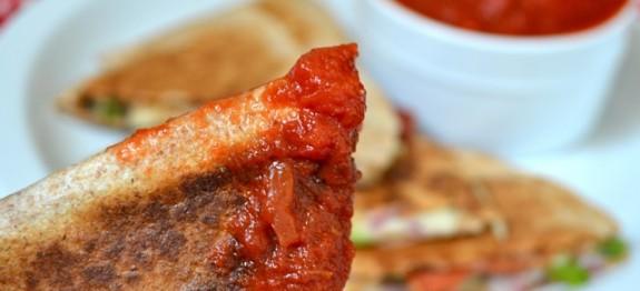طرز تهیه اسنک با نان ترتیلا