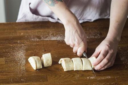 شیوه درست کردن نان رول شکری,آموزش درست کردن انواع نان شکری